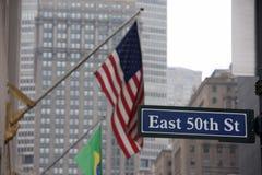La bandiera americana degli S.U.A. stars lo ione New York City di tessitura Immagini Stock Libere da Diritti