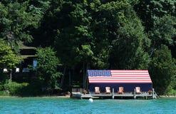 La bandiera americana ha coperto la casa di barca Fotografia Stock Libera da Diritti