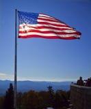 La bandiera americana nelle montagne Immagini Stock Libere da Diritti