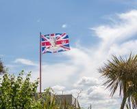 La bandiera britannica con Elizabeth II della regina affronta in  fotografia stock libera da diritti