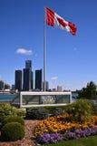 La bandiera canadese vola fiero in WIndsor Fotografia Stock