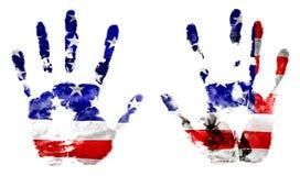 La bandiera degli Stati Uniti e statua della libertà nelle mani stampate Bollo di feste di progettazione Fotografie Stock
