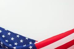 La bandiera degli Stati Uniti rasenta il fondo bianco Fotografia Stock Libera da Diritti