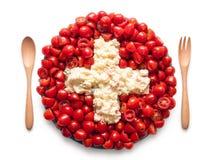 La bandiera della Svizzera ha fatto del pomodoro e dell'insalata Fotografia Stock Libera da Diritti