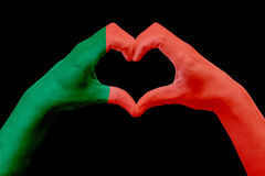 La bandiera delle mani del Portogallo, modella un cuore Concetto del simbolo del paese, isolato sul nero Immagine Stock Libera da Diritti