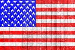 La bandiera di U.S.A. dipinta su un recinto di legno Concetto politico Vecchia struttura Disegno dell'annata Vista del primo pian immagini stock libere da diritti