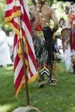 La bandiera e nativi americani degli Stati Uniti. Immagine Stock