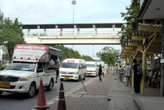 La Bangkok-Tailandia: Fermata ed attesa dell'autobus Fotografia Stock Libera da Diritti