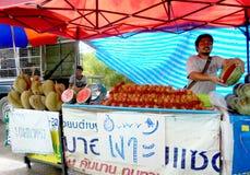 La Bangkok-Tailandia: Stalla di frutti dappertutto in Tailandia Fotografia Stock Libera da Diritti
