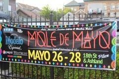 La bannière ou le signe annonce le festival mexicain de rue Chicago Images libres de droits