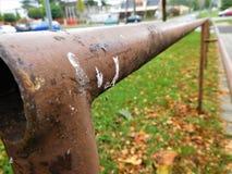 La barandilla marrón que va para el infinito Foto de archivo