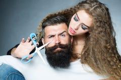 La barba del hombre del corte de la mujer Foto de archivo libre de regalías