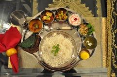 La barbabietola gastronomica squisita di roti del palak del paneer del riso dal del dessert di thali dell'India del indianfood in Immagini Stock
