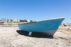 La barca blu di vecchia pesca tradizionale d'annata su Portland oscilla Fotografia Stock Libera da Diritti