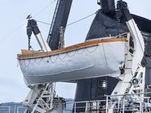 La barca a bordo della nave Immagini Stock