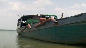 La barca di dragaggio, nave di dragaggio, draga la barca, video d archivio