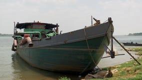 La barca di dragaggio, nave di dragaggio, draga la barca, stock footage