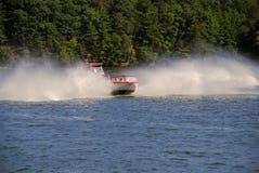 La barca di fiume fa un'inversione a U Fotografia Stock Libera da Diritti