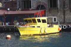 La barca gialla Immagini Stock