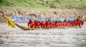 La barca lunga tailandese tradizionale fa concorrenza Fotografie Stock Libere da Diritti