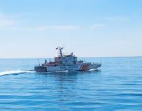 La barca munita della guardia costiera sorveglia il mare di Marmara Fotografia Stock