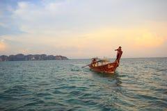 La barca nel mare Tailandia Fotografia Stock Libera da Diritti