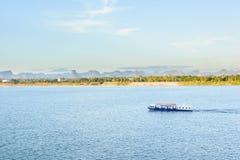 La barca nel Mekong Nakhonphanom Tailandia al laotiano Fotografia Stock Libera da Diritti