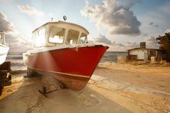 La barca nel parcheggio Fotografia Stock Libera da Diritti