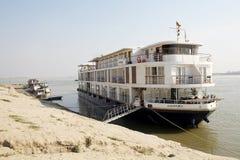 La barca per il fiume gira sul fiume Myanmar di Irrawaddy Fotografia Stock Libera da Diritti