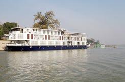 La barca per il fiume gira sul fiume Myanmar di Irrawaddy immagine stock libera da diritti