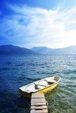 La barca su un mare calmo Fotografia Stock
