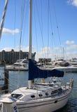 La barca a vela si è messa in bacino sulla baia Fotografie Stock