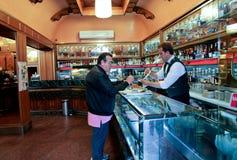 La barra de café de Giolitti en Roma Fotos de archivo