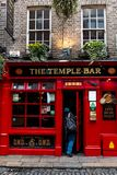 La barra del templo en el distrito de la barra del templo, situado en el southbank del río Liffey en Dublín, Irlanda Foto de archivo