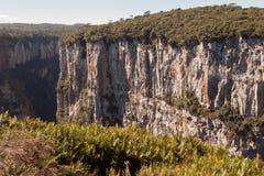 La barranca Rio Grande de Itaimbezinho hace Sul el Brasil Fotos de archivo