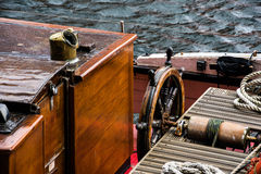 La barre d'un bateau de navigation Photo libre de droits
