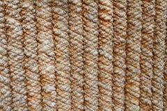 La barrière des cordes épaisses gris-brunes images stock