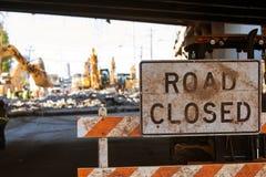 La barricada cerrada camino bloquea el acceso a Major Interstate Construction Fotos de archivo libres de regalías