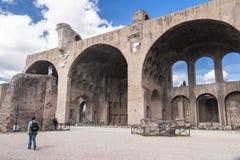 La basílica de Maxentius y de Constantino Imagen de archivo libre de regalías