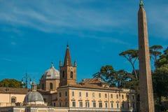 La basílica de Santa Maria del Popolo es una iglesia nominal y una basílica de menor importancia en Roma Imágenes de archivo libres de regalías