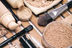 La base composent des produits avec des brosses Photo stock