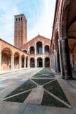 La basilica del ` Ambrogio di Sant a Milano, Italia Fotografia Stock