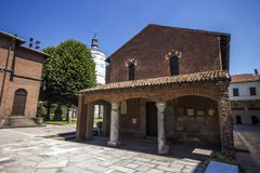La basilica del ` Ambrogio MILAN, ITALIA di Sant - 8 agosto 2016 Fotografia Stock
