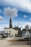 La basilica della st Louis de Montfort e fontana commemorativa aSan-Laurent-sur-Sevre Fotografie Stock Libere da Diritti