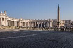 La basilica di St Peter a Roma, Città del Vaticano alla prima luce della mattina fotografia stock