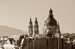 La basilica di St Stephen dalla collina di Gellert DOM e torri Budapest, Ungheria Fotografia Stock Libera da Diritti