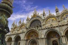 La basilica patriarcale della cattedrale di St Mark quadrato al ` s della piazza San Marco - di St Mark, Venezia Italia immagine stock