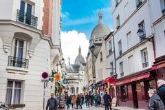 La basilique de Sacre Coeur à la colline de Montmartre dans des Frances de Paris photos stock
