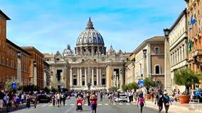 La basilique de St Peter, Ville du Vatican, Rome, Italie banque de vidéos