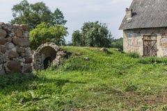 La basse cour est une ferme abandonnée agricole Images libres de droits